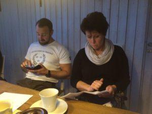 Anders och Ingrid jobbar alla möjliga tider och får ofta kolla sina almanackor...